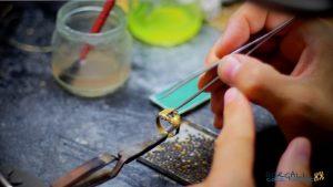 Come nasce un gioiello di filigrana sarda in un laboratorio orafo di Dorgali